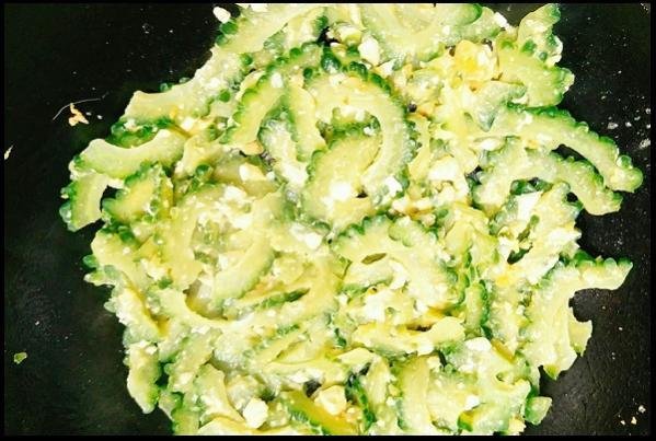 Cách nấu món trứng muối xào mướp đắng thật ngon