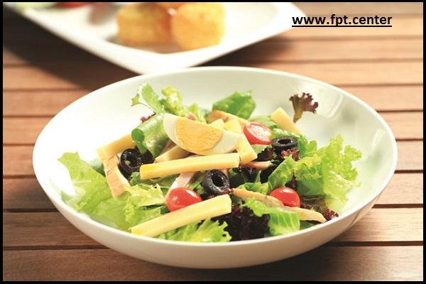 Cách làm món salad gà nướng cho thực đơn giảm cân