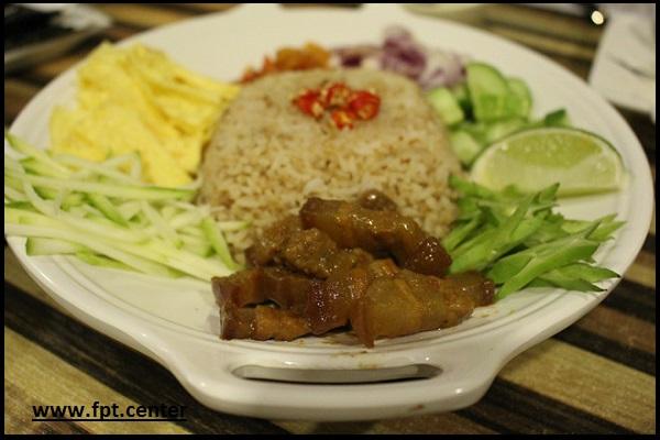 Cách làm món cơm trộn mắm ruốt kiểu Thái đơn giản mà ngon