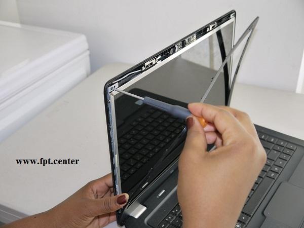 Thay Màn Hình Laptop Giá Bao Nhiêu Tiền ?